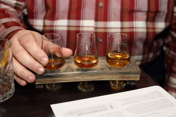 whiskey flight at the madison bar chicago - impelix sd-wan event with velocloud - april 2018